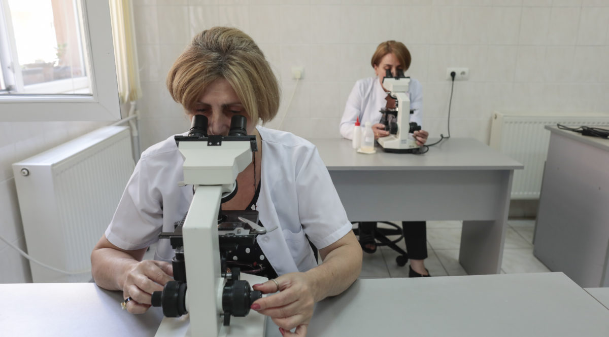 Laboratory specialist work at the JSC ÒNational Center for Tuberculosis and Lung DiseaseÓ during a TB Treatment and STREAM Trail trip on July, 2017 in Tbilisi, Georgia.(Photo/Javier Galeano, Vital Strategis)