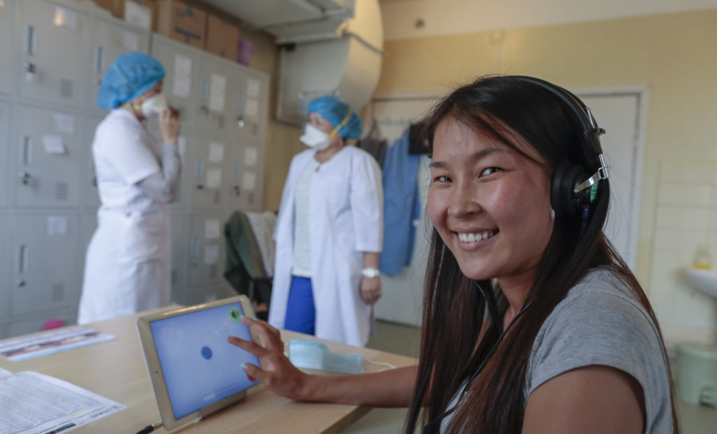 STREAM Lab Tech works at the National Centre of Infectious Diseases in Alaabaatar, Mongolia, July 2017 .(Photo/Javier Galeano, Vital Strategies)